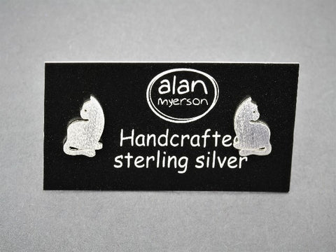sitting cat stud - sterling silver