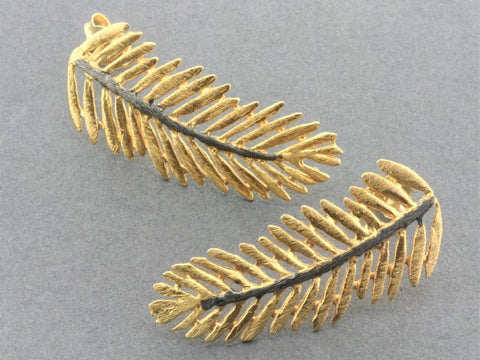 Cleopatra fern stud - 22 Kt gold & oxidized on silver