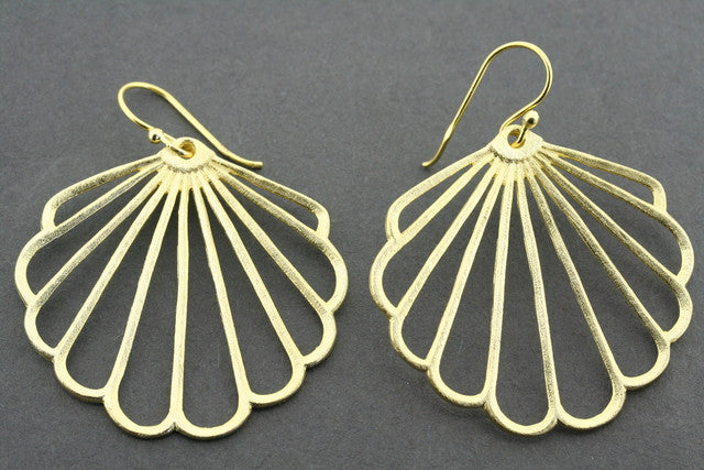 fan outline earring - gold plated
