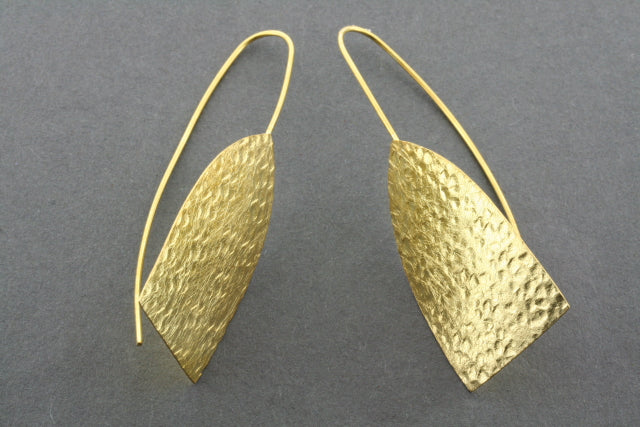 battered shield earring - gold plated