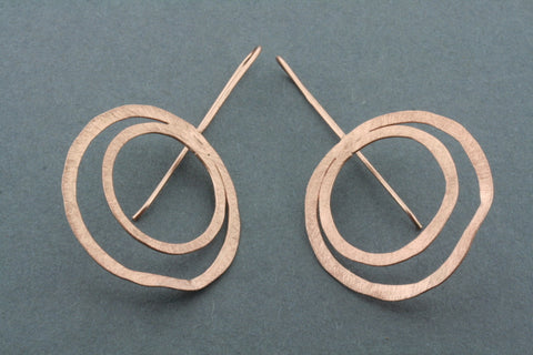 double organic circle earring - rose gold plated