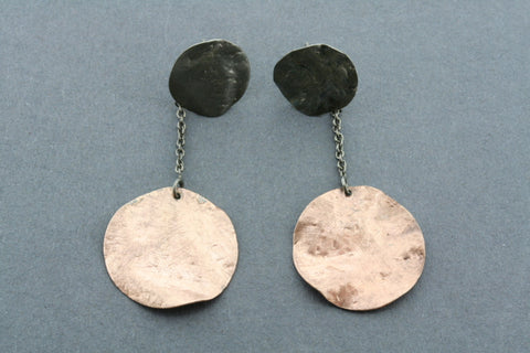 oxidized & rose gold plated disc & chain earring