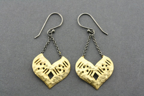 Touch-menot earring - gold plated & oxidized