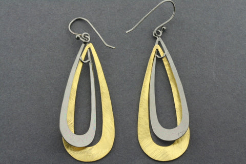 interlinked teardrop earring - gold plated & oxidized