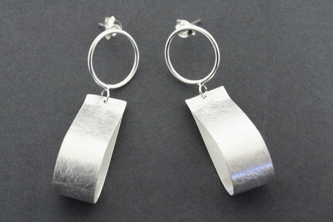 teardrop ribbon earring