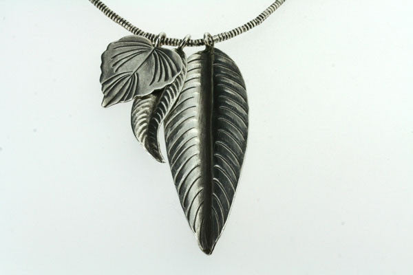 3 leaf necklace - 75cm chain