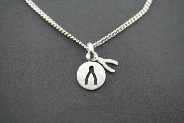 wishbone cutout pendant on 45cm link chain
