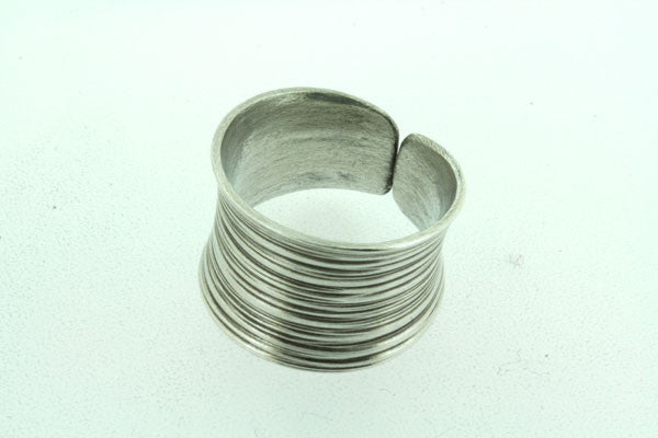 curved open lined band
