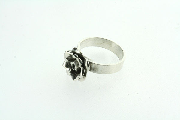 small sharp flower ring