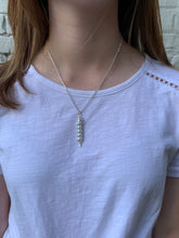"Load image into Gallery viewer, 18"" Silver Pea Pod Necklace"
