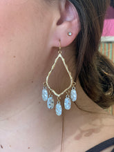 Load image into Gallery viewer, Hammered Dangle Earring