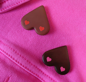 "Becky M - Handgemachter Boob Pin ""Love Yourself"""
