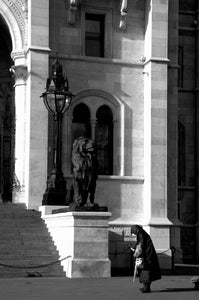 Woman walking at the Hungarian parliment building