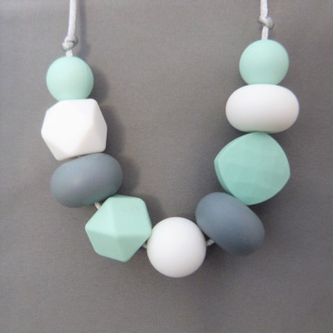 Ariel mint teething necklace