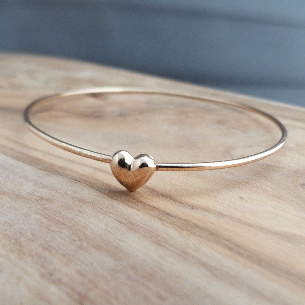 Gold heart bangle – BeUnique d46595eba
