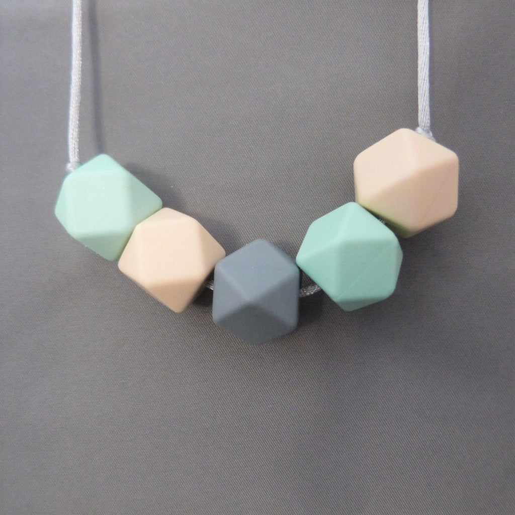 Teething necklace, silicone breastfeeding necklace