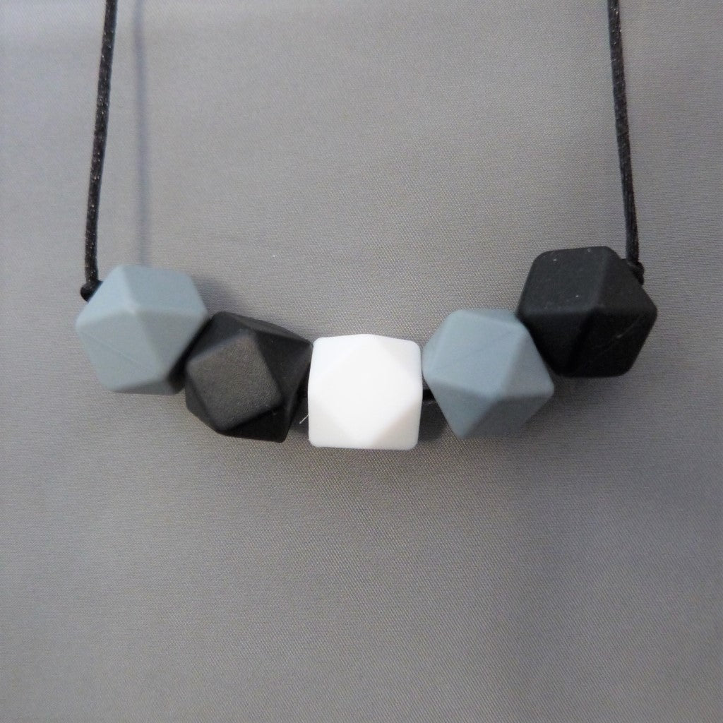Monochrome teething necklace