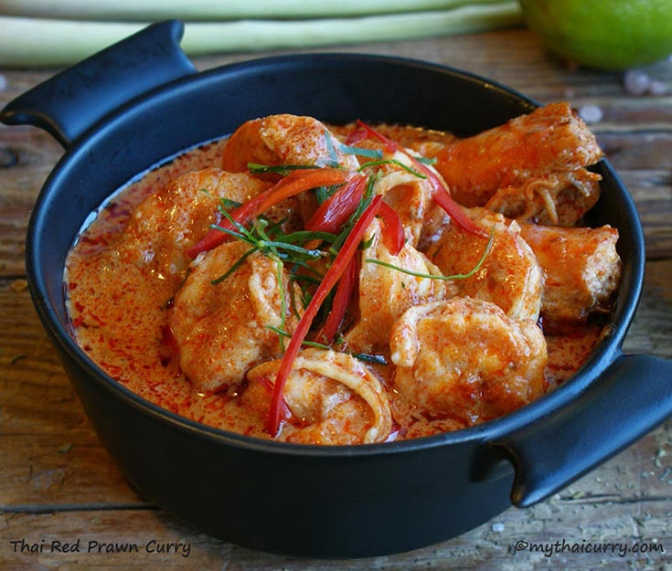 Thai Red Curry with Prawns serving presentation 2