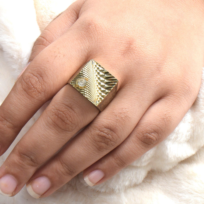 Premium Jewellery Golden Ring For Ladies-Golden-AN1229