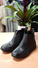 Load image into Gallery viewer, Blondo Size 7 Black Waterproof Slip on