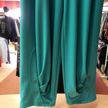 Load image into Gallery viewer, SYMPLI Size 4 Capris - NWT