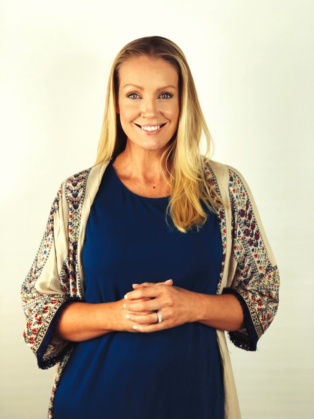 MEET ELIZABETH HOLZIGAL – OUR RESIDENT NUTRITIONAL HEALTH COACH.