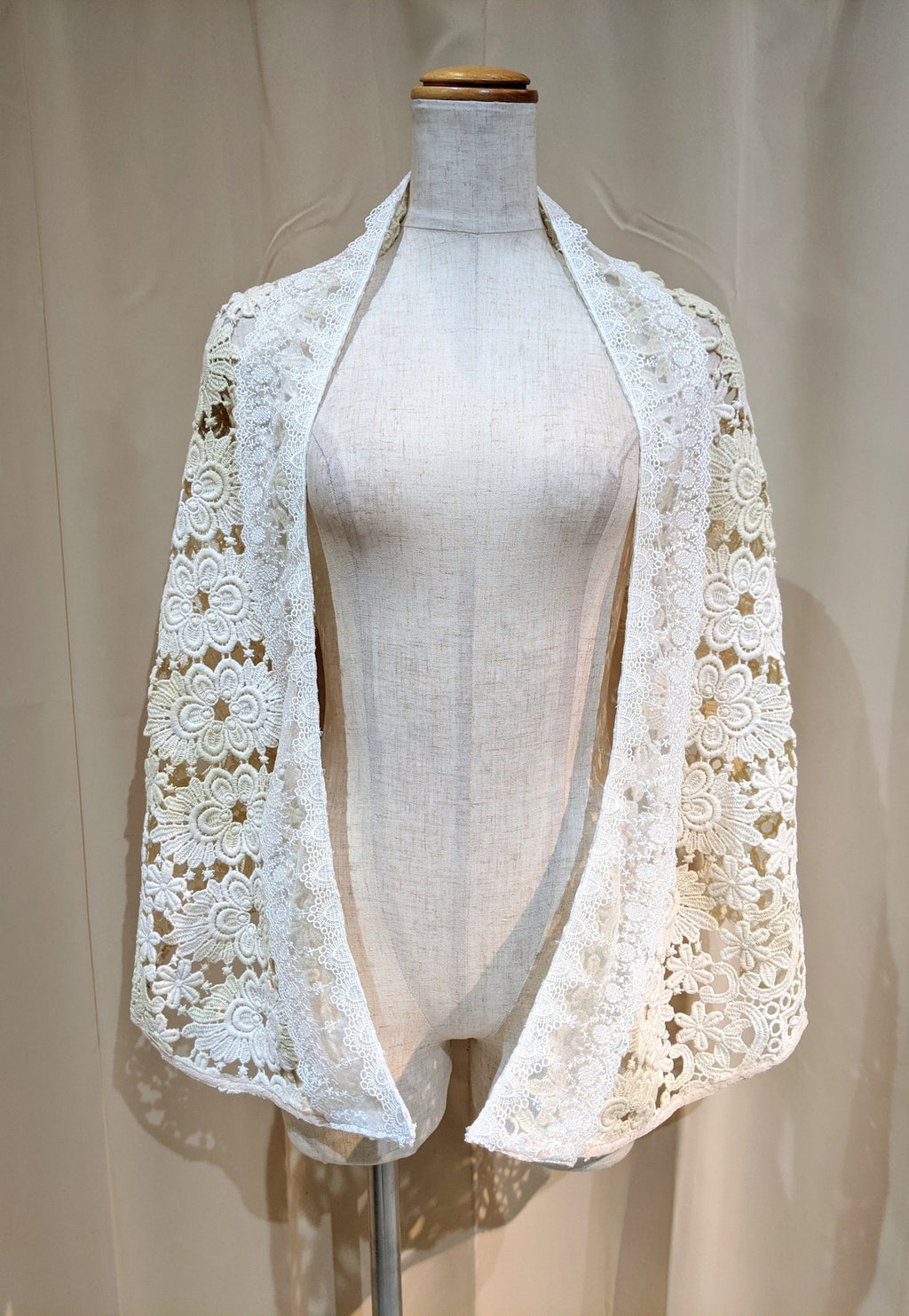 GRAMM Cotton lace shawl