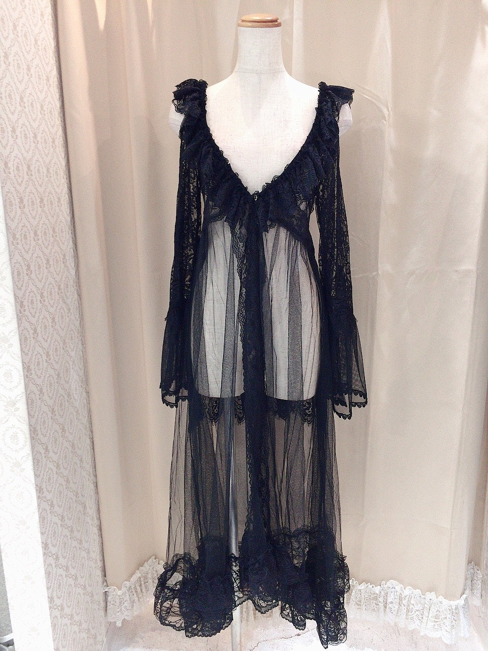 TULLE AND LACE DRESS ROBE