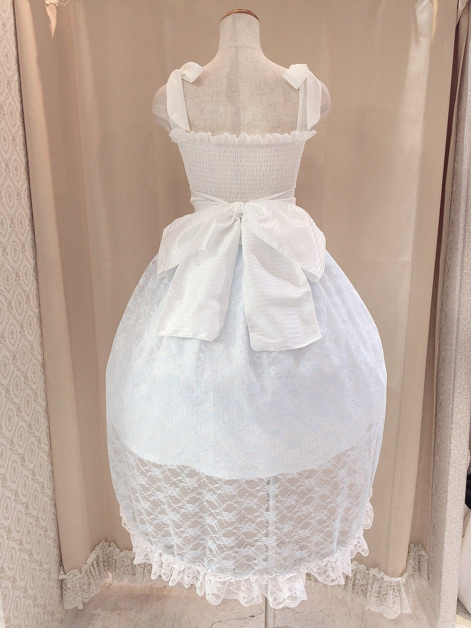 BUCKLE RIBBON TAIL DRESS
