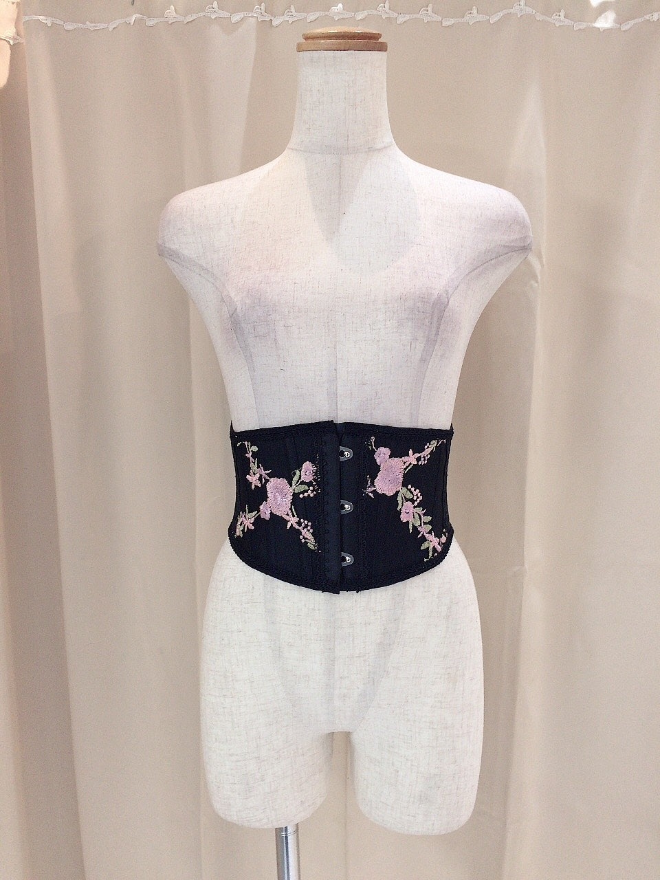 FLOWER EMBROIDERY LACE VERY SHORT CORSET(BK×PK)