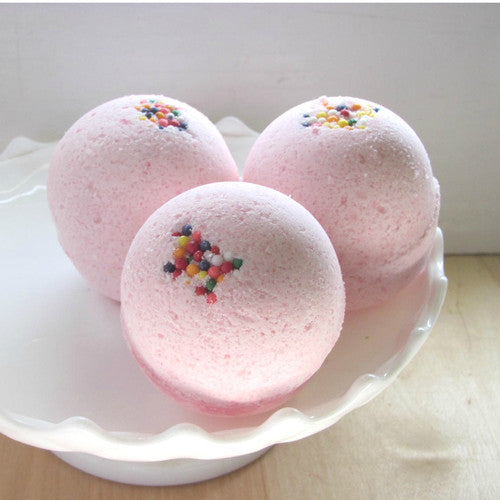 Bubblegum scented Bath Bomb