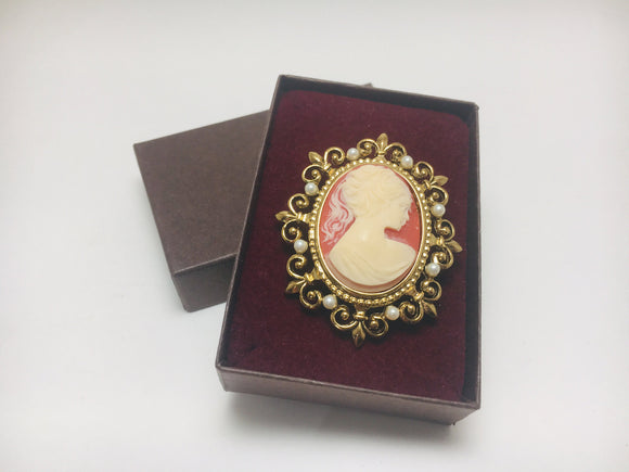 1940's Cameo Carved Shell Brooch