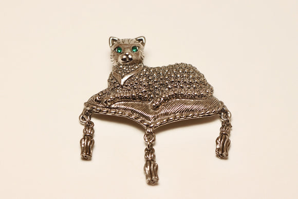 Regal Cat AVON Brooch with Green Rhinestone Eyes