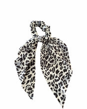 Load image into Gallery viewer, Black & White Scarf Scrunchie's
