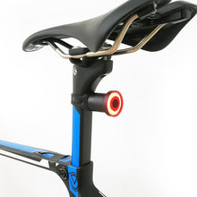 Laden Sie das Bild in den Galerie-Viewer, XLite 100 Smart Bike Rear Light, Rechargebale, Auto On, CNC, Waterproof - XOSS.CO