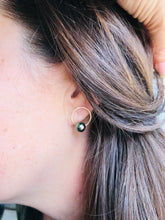 Load image into Gallery viewer, Janel stud Earring