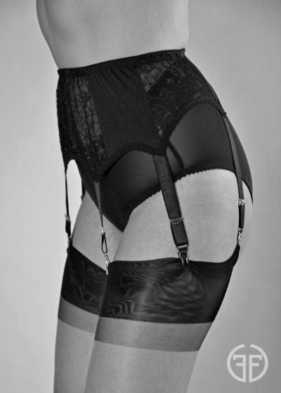 6 strap suspender belt with lace panels