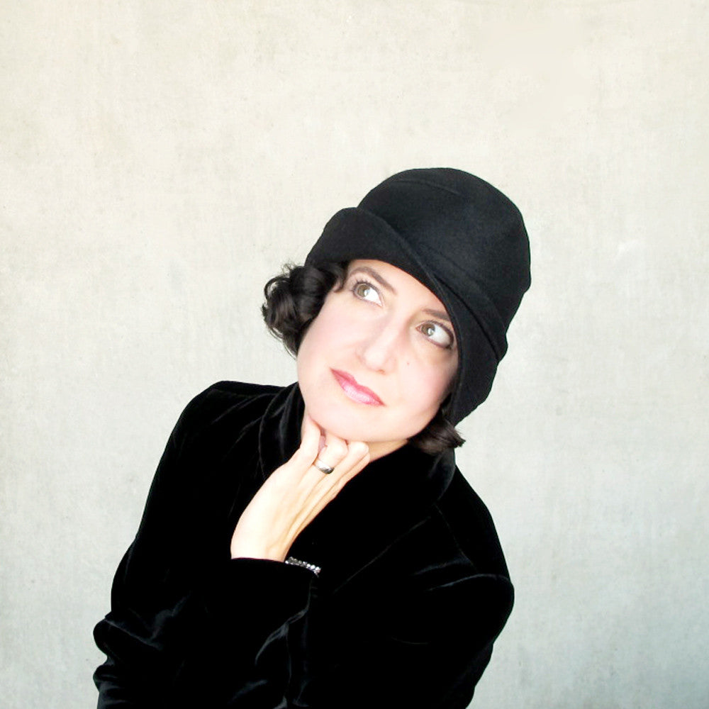Women's black cloche hat in wool & cashmere - terry graziano