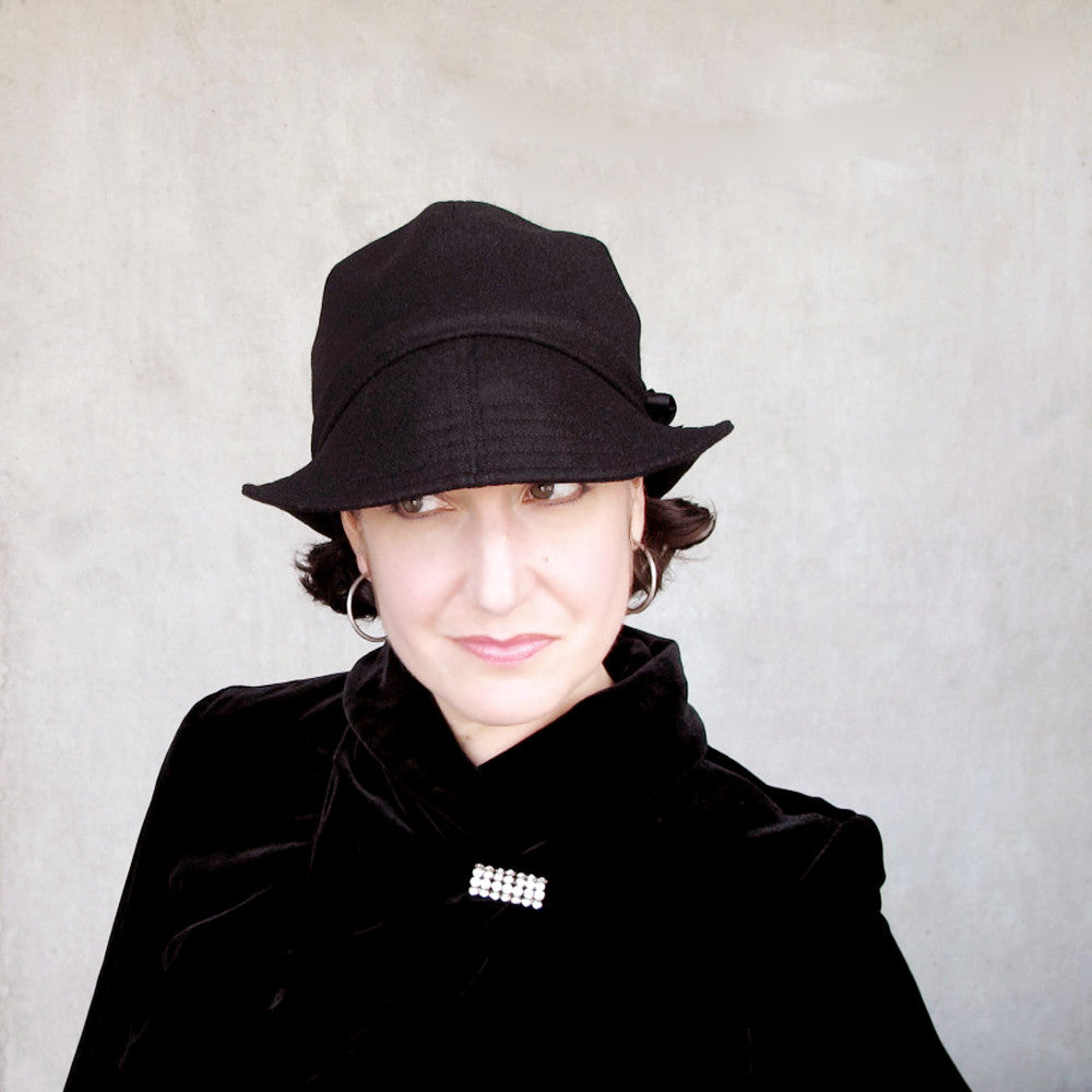 Brimmed cap cloche bowler in black wool and cashmere - terry graziano