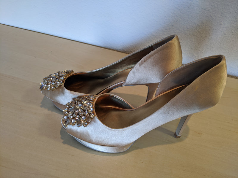Nine West - Size 6 - Gold