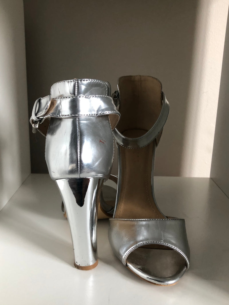 Bakers - Size 38 - Silver