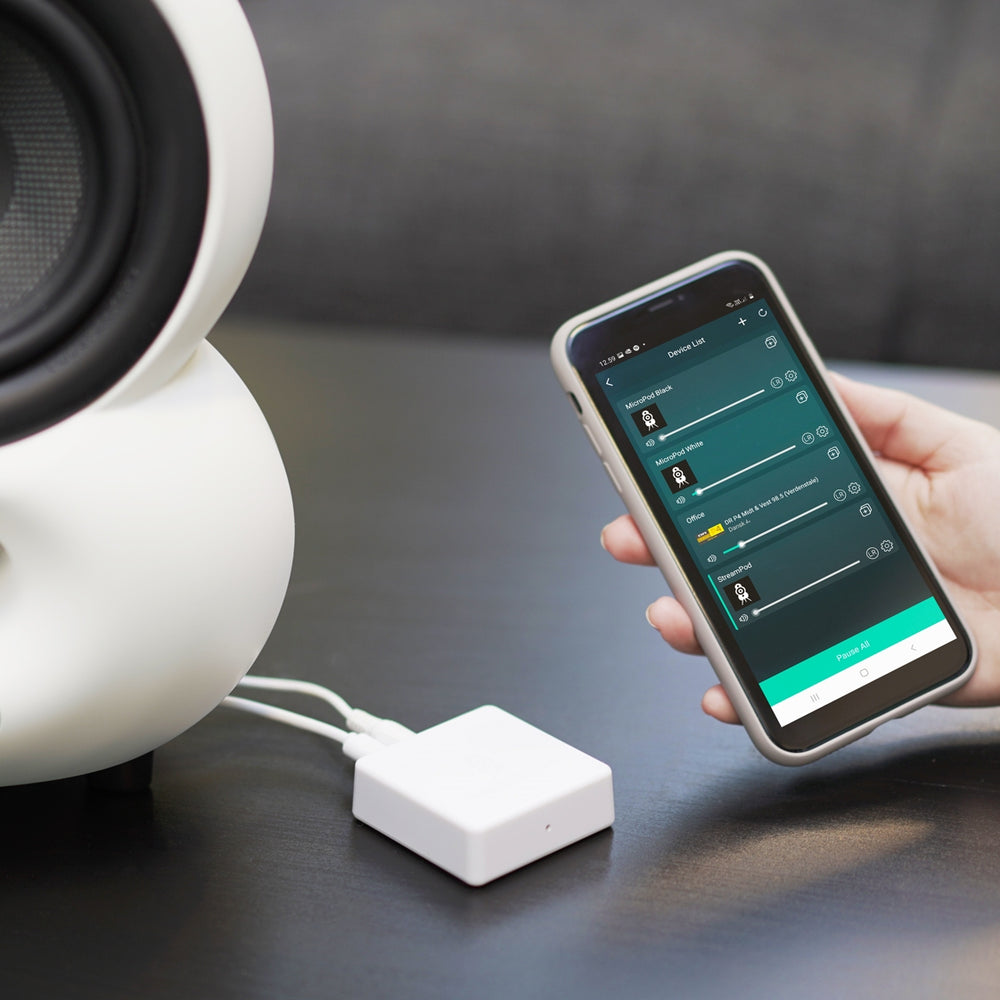 Podspeakers StreamPod with Smartphone