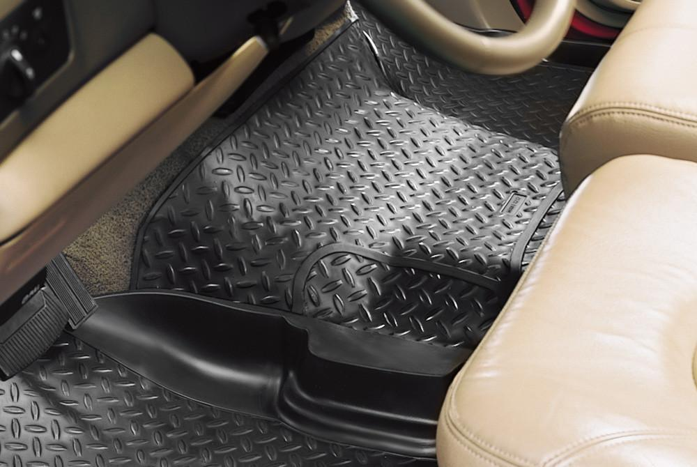 1999-2006 Chevy Silverado/GMC Sierra (incl. HD) Classic Style Center Hump Black Floor Liner by Husky Liners (82251) - Modern Automotive Performance