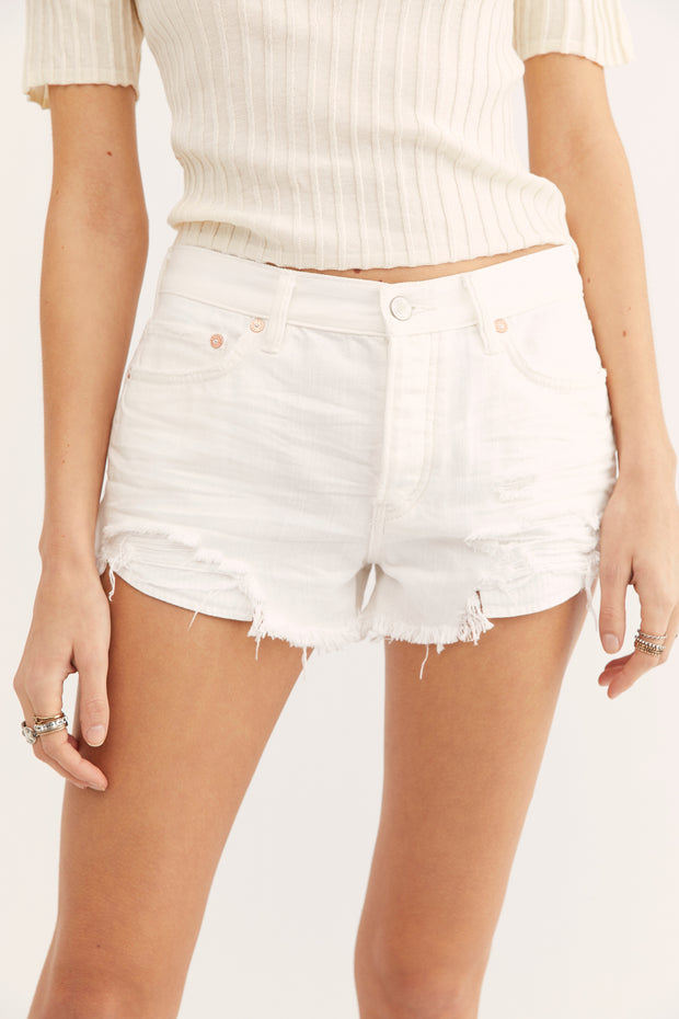 White distressed denim shorts with zip closure and pockets