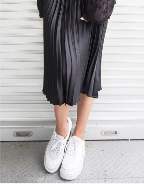 Black pleated midi skirt with elastic waistband