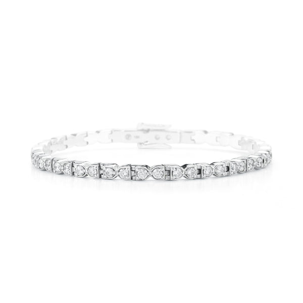 18k white gold bracelet set with white diamonds.