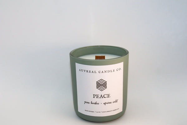 Peace is fresh and delightfully green with top notes of calming eucalyptus and sweet orange muddled with African violet for a touch of luxury.