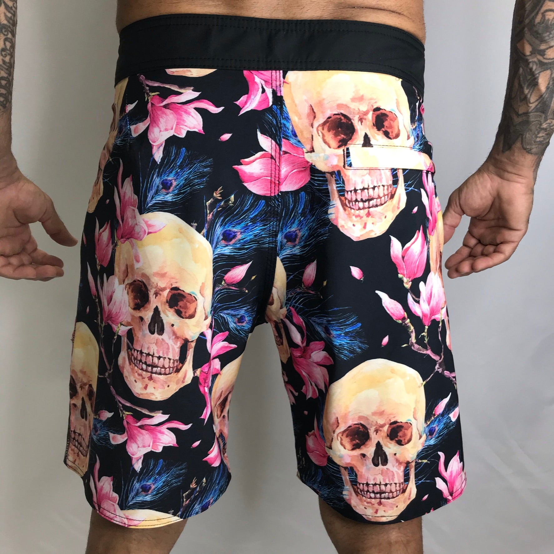 BERMUDA MASCULINA ONSET FITNESS - SKULL AND FLOWERS