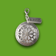 Load image into Gallery viewer, Lockets and Essential Oils Gift Set