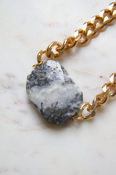 Chunk Chain with Stone Statement